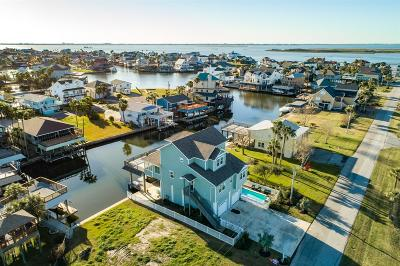 Tiki Island Single Family Home For Sale: 230 Coconut Street