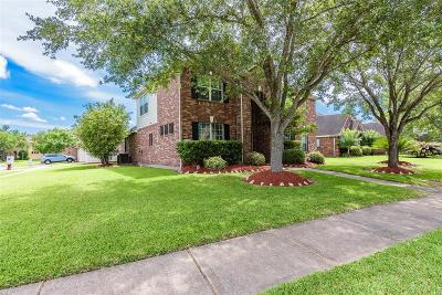 League City TX Single Family Home For Sale: $300,000