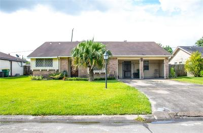 Baytown Single Family Home For Sale: 111 Grantham Road