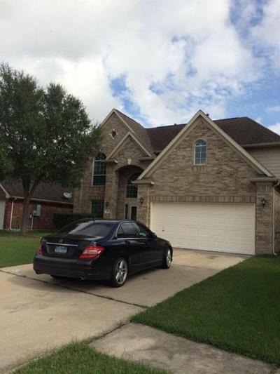 Pasadena Single Family Home For Sale: 5215 Summer Oak Drive