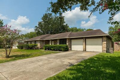 Friendswood Single Family Home For Sale: 1311 Oak Hollow Drive