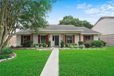Houston Single Family Home Pending: 1006 Richelieu Lane