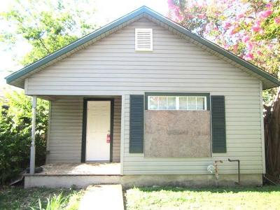 San Antonio Single Family Home For Sale: 2042 W Laurel