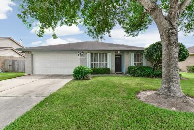 League City Single Family Home For Sale: 405 Country Lane