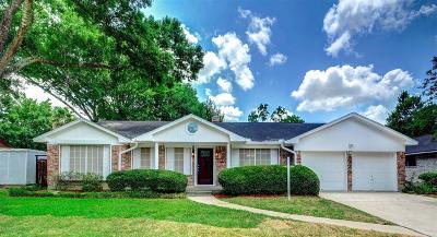Friendswood Single Family Home For Sale: 5335 Appleblossom Lane
