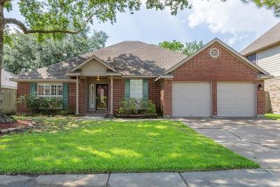 Single Family Home For Sale: 819 Maplewood Falls Court