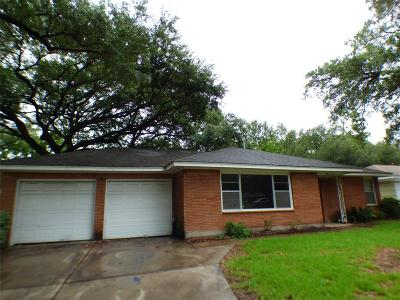 Houston Single Family Home For Sale: 8111 Lorrie Drive