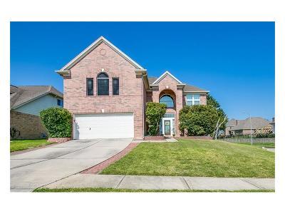 Kemah Single Family Home For Sale: 122 Marina Oaks Drive