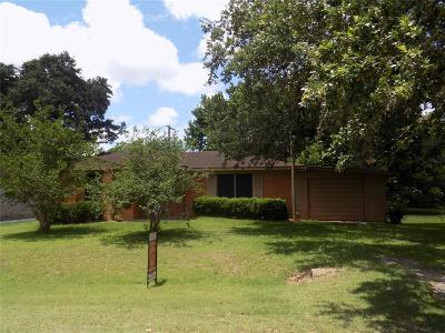 Columbus TX Single Family Home For Sale: $115,000