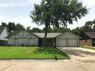 Friendswood Single Family Home For Sale: 15642 Wandering Trail