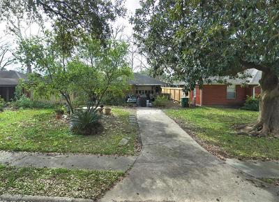 Oak Forest Single Family Home For Sale: 4413 Lido Lane