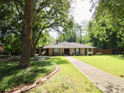 Single Family Home For Sale: 33 Little John Lane