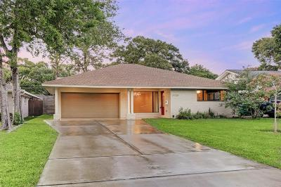 Oak Forest Single Family Home For Sale: 2026 Latexo Drive