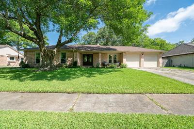 Friendswood Single Family Home For Sale: 1307 Bayou Oak Drive