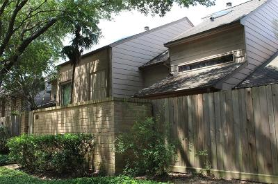 Houston Condo/Townhouse For Sale: 5829 Sampley Way