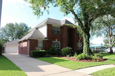 Sugar Land Single Family Home For Sale: 2402 Parkwood Lane
