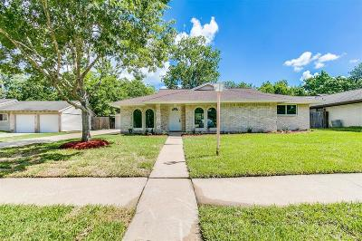 Friendswood Single Family Home For Sale: 5222 Shady Oaks Lane