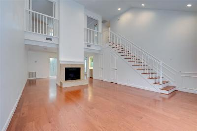 Houston Condo/Townhouse For Sale: 2422 Nantucket #B