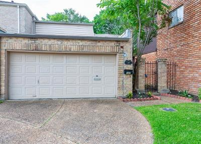 Bellaire Condo/Townhouse For Sale: 137 Phanturn Lane