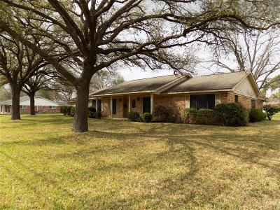 Columbus TX Single Family Home Pending: $267,390