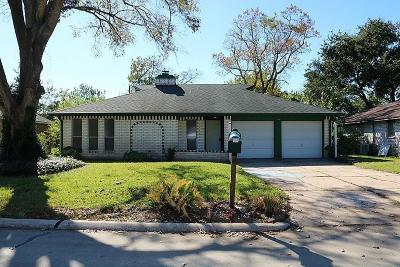 Friendswood Single Family Home For Sale: 114 Brigadoon Lane