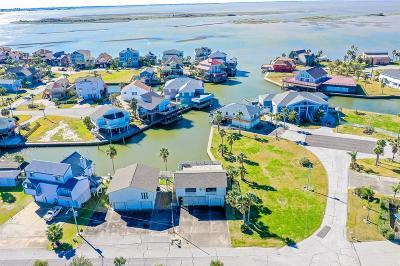 Tiki Island Single Family Home For Sale: 1715 Diamond Head Drive