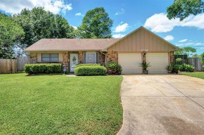 Pearland Single Family Home For Sale: 5706 Leggett Lane