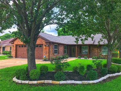 Friendswood Single Family Home For Sale: 5122 Whittier Oaks Drive