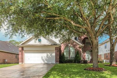 Pasadena Single Family Home For Sale: 4922 Falling Oak Court