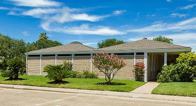 Galveston Single Family Home For Sale: 26 Colony Park Circle W