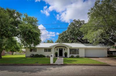 Hallettsville Single Family Home For Sale: 106 Hessler Drive