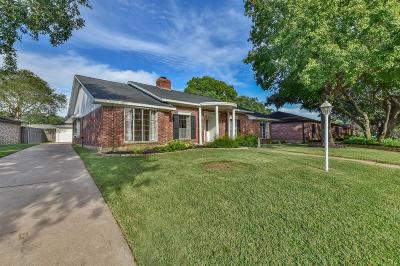 Single Family Home For Sale: 18223 Nassau Bay Dr Drive