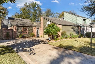 Houston Single Family Home For Sale: 946 Coachlight Drive