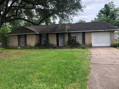 Single Family Home For Sale: 7606 Lakewood Drive