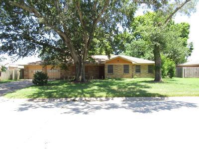 Baytown Single Family Home For Sale: 1500 Ivie Lee Street