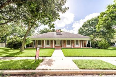 Single Family Home Pending: 635 Travis Street