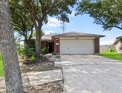 Pearland Single Family Home Option Pending: 9206 Arrowhead Trace Lane
