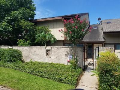 Houston Condo/Townhouse For Sale: 12609 Wellington Park Drive