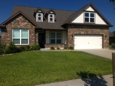 Baytown Single Family Home For Sale: 13910 Belmont Circle