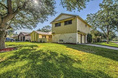 Baytown Single Family Home For Sale: 1301 Coyote Lane