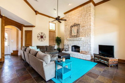 Single Family Home For Sale: 216 Hide-A-Way