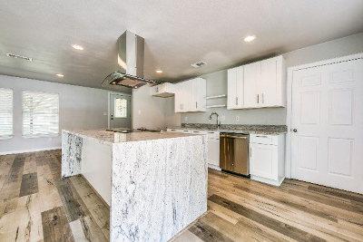 Single Family Home For Sale: 401 Kauai Court