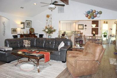 Single Family Home For Sale: 123 Cedarwood