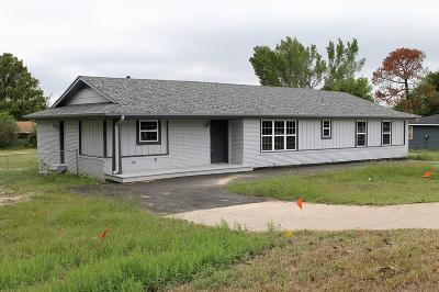 Single Family Home For Sale: 545 E Us Hwy 175