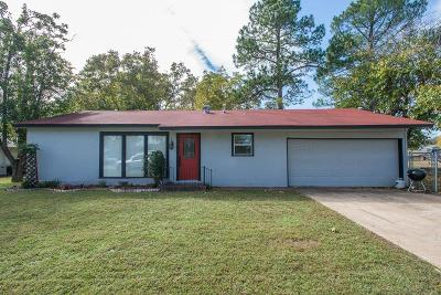 Single Family Home For Sale: 220 Hillcrest Drive