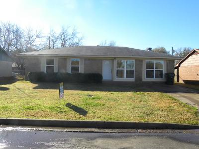 Single Family Home Under Contract: 209 Alene