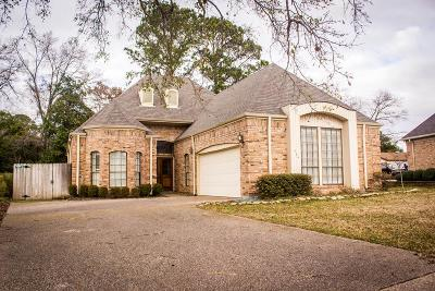 Single Family Home For Sale: 404 Fairway Drive