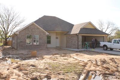 Single Family Home For Sale: 216 Backlash