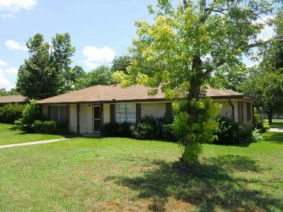 Single Family Home Sold: 506 Shady Oak
