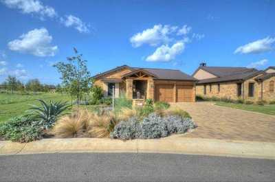 Summit Rock Single Family Home For Sale: 106 Azalea